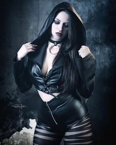 Three Gothic Fashion Tips That You Should Use – Angels and Demons Gothic Girls, Hot Goth Girls, Gothic Lolita, Gothic Dress, Gothic Steampunk, Steampunk Fashion, Gothic Fashion, Fashion Top, Steampunk Clothing