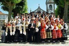 """Grupo Folclórico das Lavradeiras da Meadela,""""capital"""" do folclore Viana do Castelo, Portugal"""