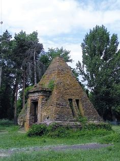 Pyramid tomb, Ukraine