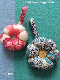 """Hello everyone, here is a quick little tutorial for a little sewing .- Hello everyone, here is a quick little tutorial for a little sewing just as fast as I could call the """"ptit co … Source by yolandefoucher - Crochet Christmas Gifts, Crochet Gifts, Sewing Online, Couture Sewing, Easy Sewing Projects, Mini Quilts, Craft Patterns, Pin Cushions, Fabric Crafts"""