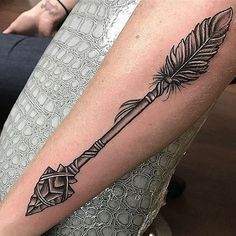 44 Best Ideas For Tattoo Forearm Indian Arrow Tat Indian Arrow Tattoo, Feather Arrow Tattoo, Indian Feather Tattoos, Aztec Tribal Tattoos, Tribal Shoulder Tattoos, Arrow Tattoo Design, Tribal Sleeve Tattoos, Arrow Tattoos, Forearm Tattoos