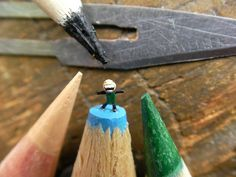 I Carve Little Sculptures Into The Tips Of Pencils | Bored Panda