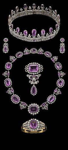Bling fling: Royal crowns and tiaras Royal Jewelry, Jewelry Sets, Fine Jewelry, Royal Crowns, Royal Tiaras, Antique Jewelry, Vintage Jewelry, Purple Love, Pink Topaz