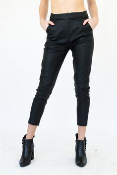 Con bolsillos al frente. Black Jeans, Pants, Outfits, Fashion, Voyage, Fall Winter, Trouser Pants, Outfit, Moda