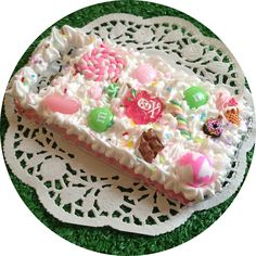 A delightful whipped cream phone case topped with cute candy creations, colourful sprinkles and finished with frosted pink icing drizzle on the sides.  Samsung Galaxy S3