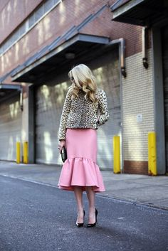 I love that skirt!