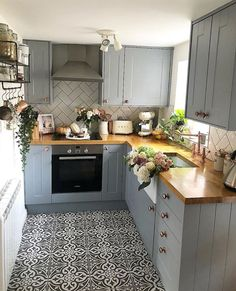 Kitchen Inspiration Acorn Cottage Pursue your dreams of the perfect Scandinavian style home with these inspiring Nordic apartment designs - fitness Home Decor Kitchen, Kitchen Interior, New Kitchen, Home Kitchens, Kitchen Units, Small Cottage Kitchen, Kitchen Cabinets, Kitchen Wood, Kitchen Sink