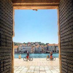 #trogir #trogircity #trogiroldtown #croatia #croatiafulloflife #croatia🇭🇷 #island #architecture #architecturephotography #unesco #unescoheritage #unescoworldheritage #unescoworldheritagesite  #doors #doorsonly #travel #travelgram #happymoments #oldcity #cityisland #design
