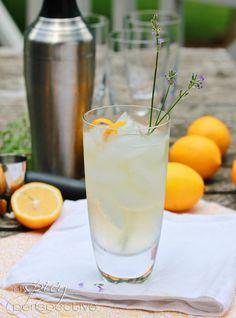 Lavender Meyer Lemon Tom Collins Cocktail #drinks #cocktails #drinkrecipes #TOMCOLLINS