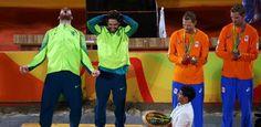 Alison e Bruno conquistam medalha de ouro no vôlei de praia