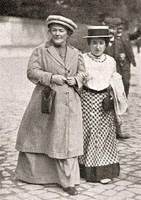 Clara Zetkin com Rosa Luxemburgo, 1910 – Wikipédia, a enciclopédia livre