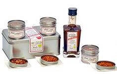 in edler Geschenkverpackung mit Chiligewürzen und hochwertigem Olivenöl. Edle Bioqualität - ein schönes Geschenk für Hobbyköche!