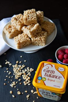 Perfect for a road trip or camping snacks, these Vegan Rice Crispy Treats are made just right with Earth Balance! Vegan Rice Crispy Treats, Vegan Treats, Vegan Foods, Vegan Snacks, Vegan Dishes, Vegan Desserts, Dairy Free Rice Krispie Treats, Healthy Foods, Delicious Desserts