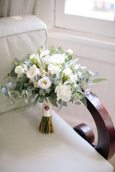 Romantic Garden Style Wedding - Southern Bride and Groom Magazine - Blumendeko - Blumenkranz Small Wedding Bouquets, White Wedding Flowers, Wedding Flower Arrangements, Bride Bouquets, Bridal Flowers, Flower Bouquet Wedding, Floral Wedding, Floral Arrangements, Wedding Planning