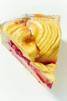 Brioche Apple and Raspberry Pie - Olivia Pâtisse Recipe Healthy Desserts, Easy Desserts, Dessert Recipes, Dessert Aux Fruits, Desserts Fruits, Cake & Co, Sweets Cake, Some Recipe, Sweet Recipes