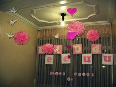 1 ano: Bodas de papel - decoração toda de papel (pompons, tsuros, letras)