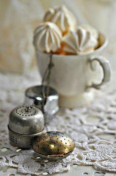 Meringues et boules à thé