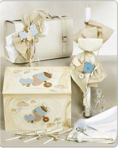 ΠΑΚΕΤΟ ΒΑΠΤΙΣΗΣ ΑΕΡΟΠΛΑΝΑΚΙ  Κωδ.: 08014      Πακέτο βάπτισης με θέμα αεροπλανάκι για αγόρι.  Το πακέτο περιλαμβάνει την τσάντα βάπτισης απο δερματίνη στολισμένη ή ξύλινο κουτί στολισμένο, μια λαμπάδα στολισμένη στο ίδο θέμα, το σετ λαδόπανα (σεντόνι, πετσέτες και εσώρουχα του μωρού), το σετ λαδιού (μπουκαλάκι και σαπουνάκι) καθώς και 3 κεράκια για την κολυμπήθρα.  Η τιμή αφορά το 1 πακέτο και περιλαμβάνει τον Φ.Π.Α.  210.00€