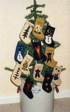 Patterns : Wool and Wool Felt Patterns Felt Christmas Stockings, Felt Stocking, Felt Christmas Ornaments, Noel Christmas, Stocking Ideas, Christmas Signs, Wool Applique Patterns, Felt Patterns, Felt Crafts