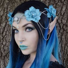 Blue elf crown coming to Etsy tomorrow. blitzed lipstick Billie septum clip Stella loose eyeshadow Ibiza shadow mermaid shadow in corners and platinum roll on shimmer for brow bone stay all day liquid liner dipbrow dark brown pixie luxe lashes Costume Halloween, Elf Costume, Costume Makeup, Elf Makeup, Fairy Makeup, Makeup Art, Headdress, Headpiece, Foto Fantasy