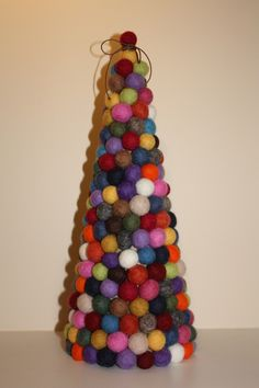 Árbol de bolitas de fieltro • Felt ball tree