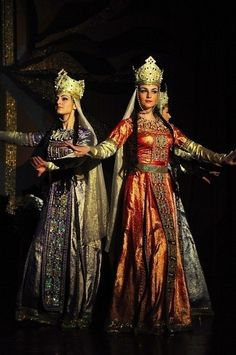 Georgian traditional dance and costumes. Georgie, Georgia Country, Folk Costume, People Of The World, Western Outfits, Festival Wear, Ethnic Fashion, World Cultures, Traditional Dresses