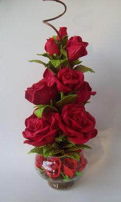 Arranjo de Flores em Eva Nylon Flowers, Beaded Flowers, Paper Flowers, Beautiful Flower Arrangements, Floral Arrangements, Beautiful Flowers, Happy Birthday Flower, Diy Arts And Crafts, Kids Crafts