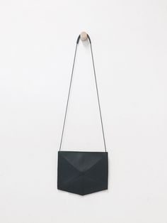 Zand-Erover is a Dutch company that designs and makes minimalistic bags and accessories. Zand-Erover are two sisters who aim to create products that people will treasure for a long time. All materials