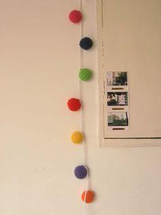 Guirnalda de esferas crochet, $75 en https://ofeliafeliz.com.ar