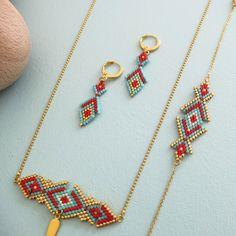 Le produit Boucles d'oreille motif Osiris tissées en perles de verre est vendu par My-French-Touch dans notre boutique Tictail.  Tictail vous permet de créer gratuitement en ligne une boutique de toute beauté sur tictail.com