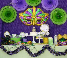 Beautiful Mardi Gras Theme Party Table Display: DIY, Mardi Gras Party or Birthday. Mardi Gras Party Inspiration with Old Southern Charm. Mardi Gras Decorations, Casino Decorations, Diy Party Decorations, Birthday Decorations, Balloon Decorations, Casino Night Party, Casino Theme Parties, Party Themes, Party Ideas