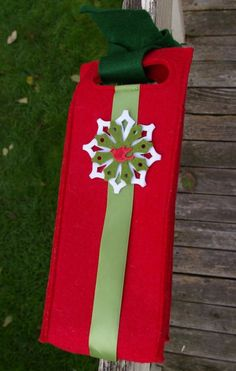 Starbucks Coffee Company Red Felt Wine Gift Bag Netherlands Snowflake Holly 2008  | eBay