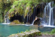Este salto de agua es uno de los secretos mejor guardados de los habitantes de Les Planes d'Hostoles, un pueblecito de  en la comarca de la Baja Garrotxa Girona Spain, Portugal, Beautiful Waterfalls, Future Travel, Spain Travel, France, European Travel, Places To See, Tourism