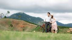love-couple-relax-on-cycle-HD.jpg
