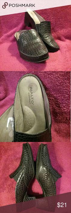 """RIALTO  Black  Mule sz 8.5 Rialto Muleshoe * Black  * sz 8.5 * Heel is 1.5"""" tall  - #78-3 Rialto Shoes Mules & Clogs"""