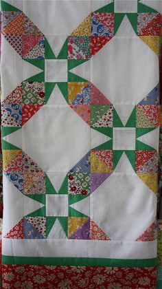 Green stars in patchwork chain quilt Old Quilts, Star Quilts, Antique Quilts, Vintage Quilts, Vintage Fabrics, Patchwork Quilt, Scrappy Quilts, Quilt Top, Patch Quilt