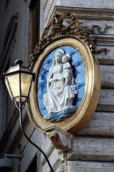Una Madonna fra Palazzo Chigi e Montecitorio Roma #TuscanyAgriturismoGiratola