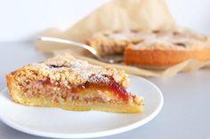 Mandelkuchen mit Zwetschgen - super saftig! Eine süße Frangipane-Füllung, saure Zwetschgen und knuspriger Mürbeteig!