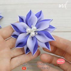 Diy Lace Ribbon Flowers, Making Fabric Flowers, Ribbon Flower Tutorial, Paper Flowers Craft, Ribbon Art, Ribbon Crafts, Flower Crafts, Flower Making With Ribbon, Kanzashi Tutorial