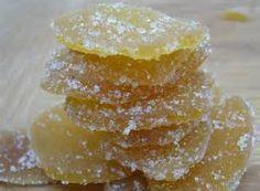 GINGEMBRE CONFIT Ingrédients : 250 g de gingembre vert 25 cl d'eau 400 g de sucre en poudre  Coupez le gingembre en fines tranches après l'avoir pelé. Trempez-le dans l'eau froide pendant une heure. Puis videz l'eau, égouttez le gingembre et recouvrez-le à nouveau d'eau froide. Faites bouillir pendant 5 minutes. Égouttez et répétez cette opération 3 fois (une fois de moins si vous souhaitez un goût très prononcé, une fois de plus si vous le voulez plus doux). Faites bouillir le sucre et…