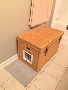 This Hidden Litter Box Is The Perfect Solution For Cat Lovers Who Live In Small Spaces – LittleThings Cat Liter, Liter Box, Hidden Litter Boxes, Old Wicker, Litter Box Enclosure, Warm Bed, Cat Room, Space Cat, Cat Supplies
