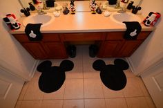 Best Mickey Mouse Bathroom Collection Ideas For Your Kids Bathroom – Bathrooms – Bathroom Ideas Mickey Bad, Mickey Y Minnie, Minnie Mouse, Disney Themed Rooms, Disney Rooms, Casa Disney, Disney Dream, Mickey Mouse Bathroom, Bathroom Kids