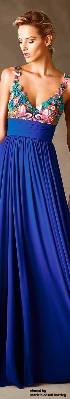 Pronovias presents the Pronovias Collection of wedding and cocktail dresses. Blue Fashion, Fashion 2017, High Fashion, Pretty Dresses, Women's Dresses, Beautiful Dresses, Mode Style, Passion For Fashion, Dress To Impress