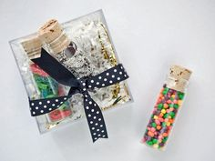 Whether you're searching for the perfect hostess gift or a memorable way to send off partygoers, they won't regift these creative holiday party favors. Plus, get our tips and printables for pro presentation. Holiday Cocktails, Holiday Parties, Christmas Party Favors, Christmas Decor, White Christmas, Candy Packaging, Handmade Gift Tags, Holiday Candy, Party Entertainment