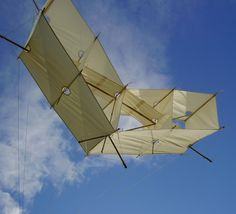 This Box kite has a real retro look. It could be a replica of a very old design, from the days of spruce spars and oiled cotton sails. T.P. (my-best-kite.com)