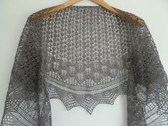 """Free lace shawl knitting pattern. Designer doesn't say it, but her description sounds like Mirkwood - lotr """"Spiders and leaves, and maybe a few cobwebs …."""""""