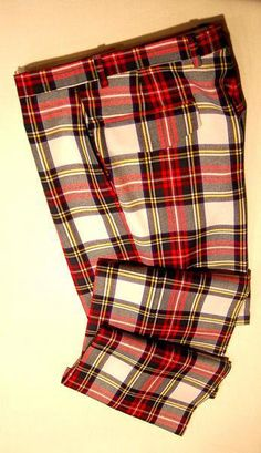 Tartan pants have been social and cultural and it seems that they will not go away. The Popular of tartan was in the gradual return of tartan Mens Plaid Pants, Tartan Men, Tartan Shoes, Tartan Pants, Men Trousers, Trouser Suits, Slacks, Tweed, Skinny Suits