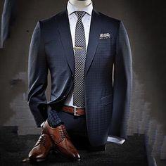 """Your suit is ready Sir.""  [ RoyalFashionist.com ]  __________________ ""O seu terno esta pronto senhor"" [ RoyalFashionsit.com.br]"