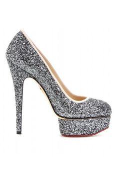 Tendencias: Los zapatos más rompedores de 2013 En glitter plateado, salón con plataforma de Charlotte Olympia.