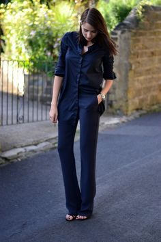 Blogger Lizzy Hadfield wears an all-navy outfit #streetstyle #aw14